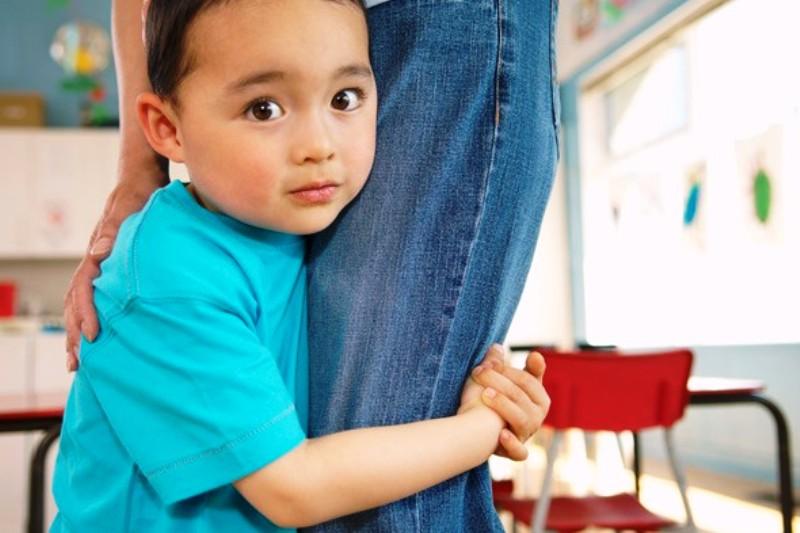 10 Cara Mengatasi Anak Pemalu Disekolah Paling Efektif