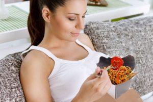 10 Bahaya Sering Makan Mie Instan Bagi Wanita dan Kesehatan