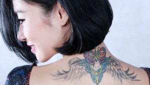 bahaya tato bagi kesehatan wanita