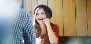 ciri-ciri wanita jatuh cinta pada pandangan pertama