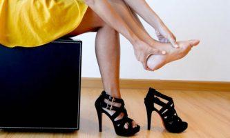 8 Efek Memakai Sepatu Hak Tinggi yang Bahaya Bagi Kesehatan