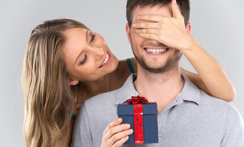 7 Kado yang Cocok untuk Pria Cuek Dijamin Bikin si Dia Senang