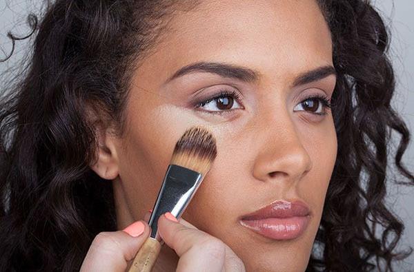 10 Tips Memilih Warna Concealer yang Tepat Untuk Kulit