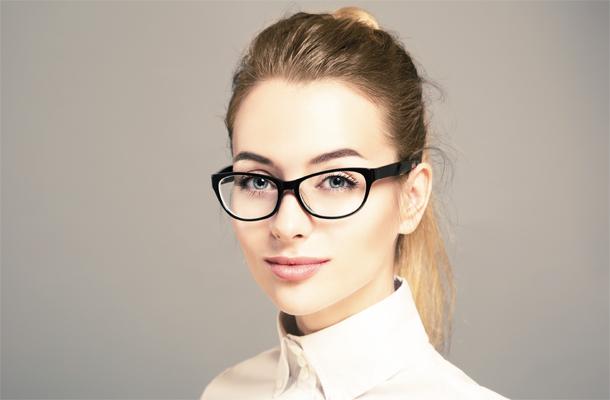 5 Tips Memilih Frame Kacamata Wanita yang Tepat