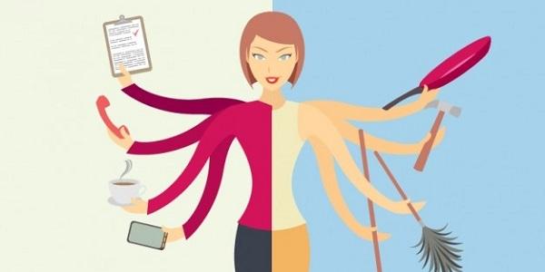 8 Perbedaan Wanita Karir dan Ibu Rumah Tangga, Kalian Pilih Mana?