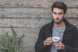 7 Cara Memikat Hati Pria Cuek yang Kamu Taksir