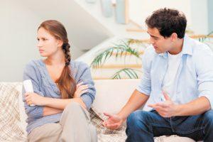 7 Cara Menghilangkan Pikiran Negatif Terhadap Suami yang Kamu Cintai