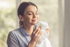 8 Cara Menjadi Wanita Wangi yang Membuat Orang Ingin Nempel Terus