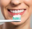 5 Bahaya Memerahkan Bibir Dengan Odol Yang Harus Kamu Waspadai