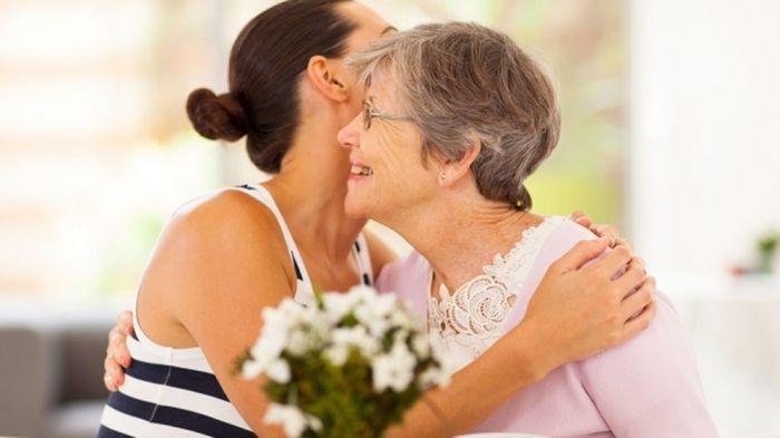 5 Cara Menjadi Wanita Yang Menarik Bagi Calon Mertua