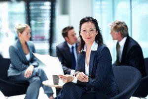 7 Cara Menjadi Wanita Wibawa Saat di Kantor