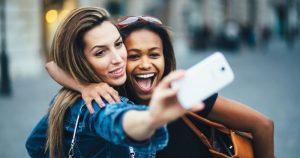 7 Cara Menjadi Wanita Gaul dan Dikenal Banyak Orang