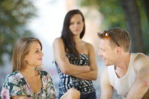 8 Cara Menjadi Wanita yang Tidak Cemburuan Kepada Mantan Kekasih Si Dia