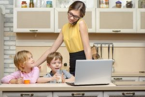 7 Cara Menjadi Ibu Rumah Tangga Sekaligus Wanita Karir yang Bertanggung Jawab