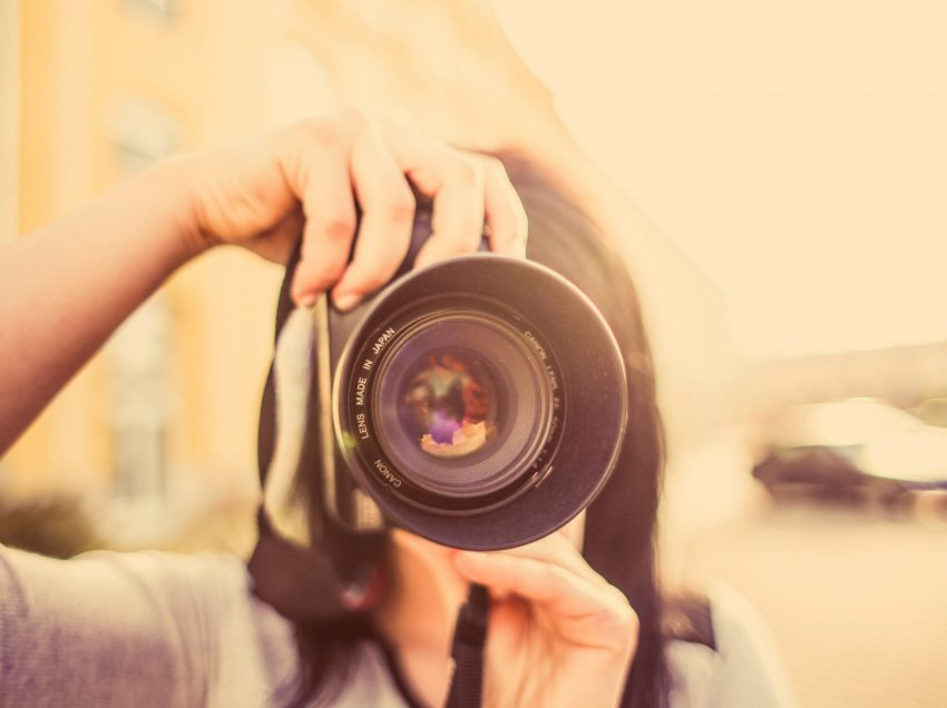 7 Cara Menjadi Fotografer Wanita yang Terkenal dan Bertalenta