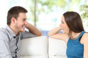 8 Cara Menjadi Wanita Komunikatif dan Menarik
