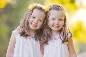 cara mendidik anak kembar