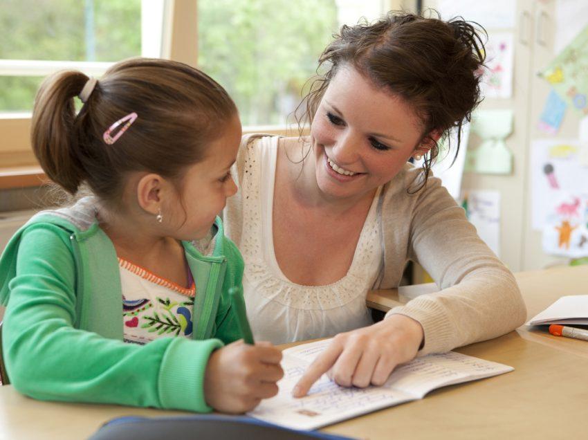 7 Cara Menjadi Ibu Teladan Dalam Mendidik Anak