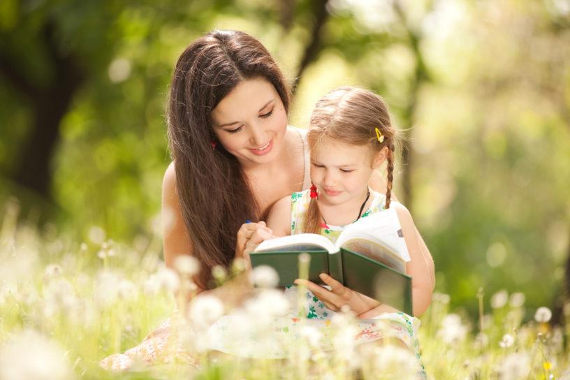 8 Cara Menjadi Ibu yang Lemah Lembut Bagi Sang Buah Hati
