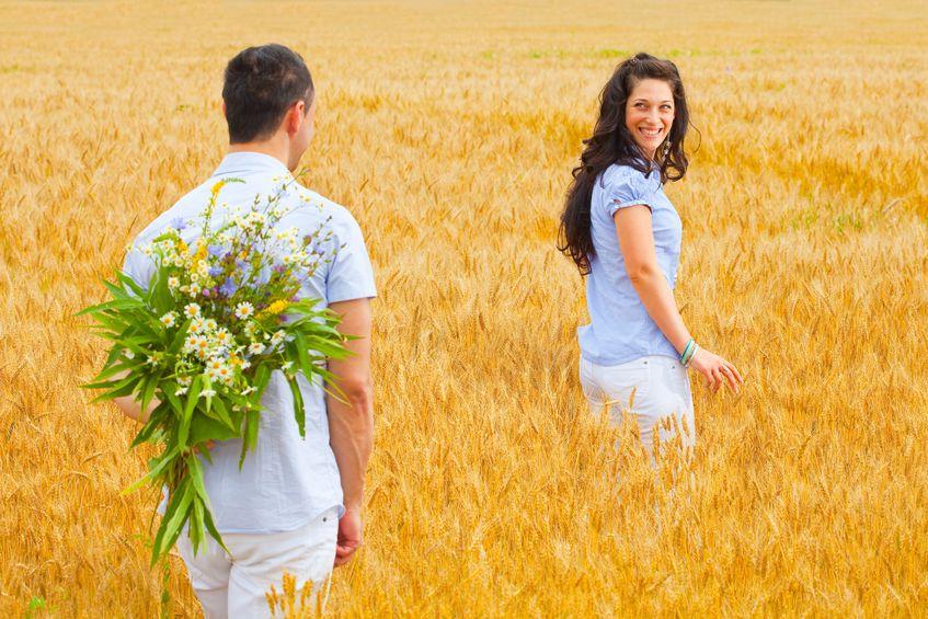 16 Ciri Pria Romantis dan Setia yang Menjadi Idaman Wanita