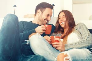 7 Cara Menjadi Wanita yang Hangat Saat Kencan Pertama