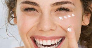 Cara memakai cream mata dengan benar