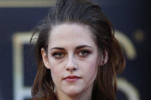 10 Cara Menyamarkan Kantung Mata Dengan Make Up Yang Simple