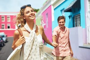 11 Cara Menghadapi Wanita Ekstrovert yang Kamu Sayangi
